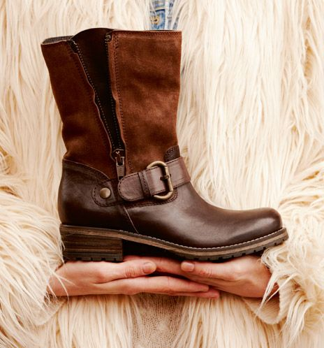 brown clarks boots..... i have these...luv them!