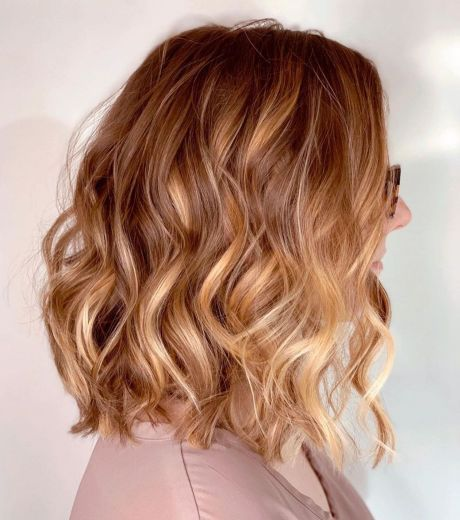 50 Gorgeous Wavy Bob Hairstyles with an Extra Touch of Femininity | Wavy bob hairstyles, Blonde hair with copper highlights, Copper blonde balayage