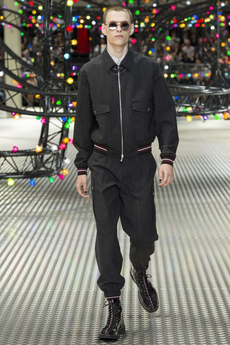 See the complete Dior Homme Spring 2017 Menswear collection.
