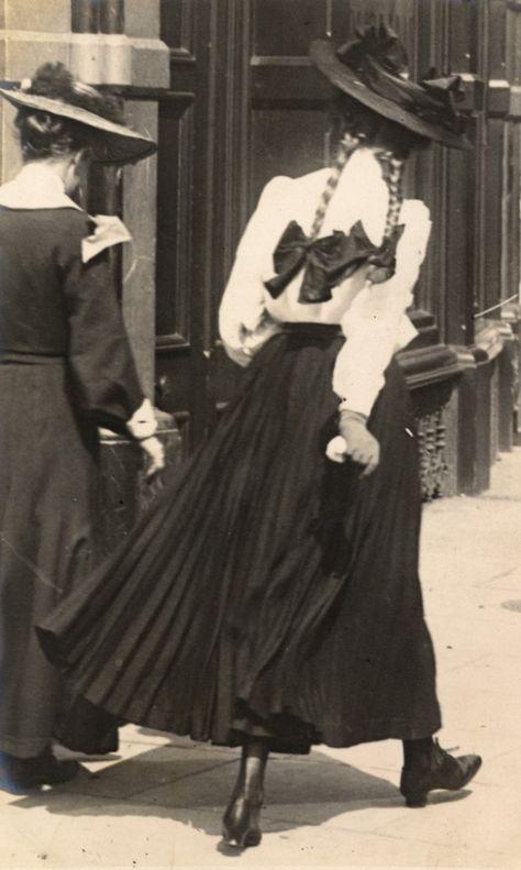 Return of the Edwardian sartorialist – Sambourne's Kensington street style 1900s Fashion, Edwardian Fashion, Vintage Fashion, Gothic Fashion, Kensington Street, Kensington London, Fashion History, Fashion Art, Street Fashion