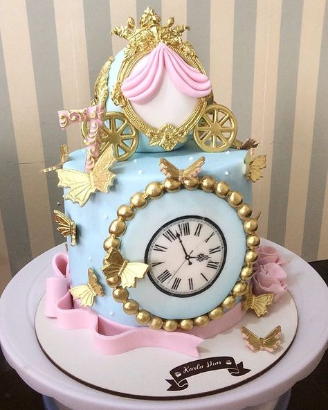 65 ideas and step by step for a magic party - Birthday FM : Home of Birtday Inspirations, Wishes, DIY, Music & Ideas Cinderella Baby Shower, Cinderella Sweet 16, Cinderella Theme, Cinderella Birthday, Cinderella Quinceanera Themes, Quinceanera Cakes, Gateau Baby Shower, Disney Desserts, Princess Party Favors