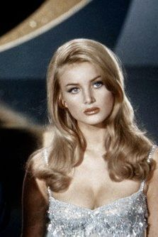 Barbara Bouchet - New Sites Vintage Glamour, Vintage Beauty, Hollywood Glamour, Old Hollywood, Hollywood Fashion, Hollywood Stars, Vintage Hairstyles, Cute Hairstyles, Pretty People