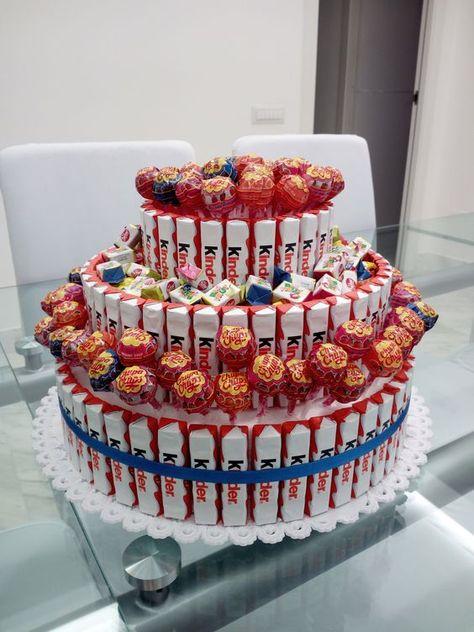 Torta barrette kinder per festa bambini. Base di polistirolo, kinder applicati, chupa chups e caramelle a riempire:
