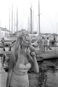 Dolcceza Brigitte Bardot On The Beach Of Saint Tropez Brigitte Bardot Bridgitte Bardot Bridgette Bardot