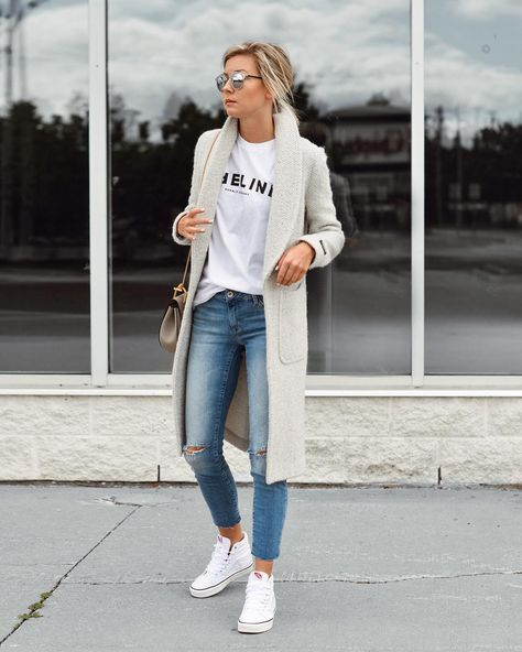 Thinking of work outfit ideas, one should make a stop at casual office attire ideas. There's no need always to look formal when there are casual chic business clothes