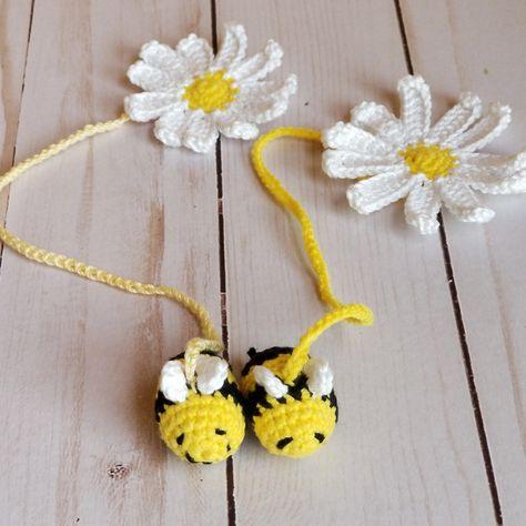 Tops Tejidos A Crochet, Crochet Bee, Crochet Gifts, Cute Crochet, Crochet Yarn, Crochet Flowers, Crochet Shawl, Crochet Bookmarks, Crochet Books