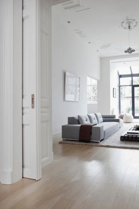 Una Casa Dai Toni Neutri Idee Per Interni Casa Minimalista Idee Di Interior Design