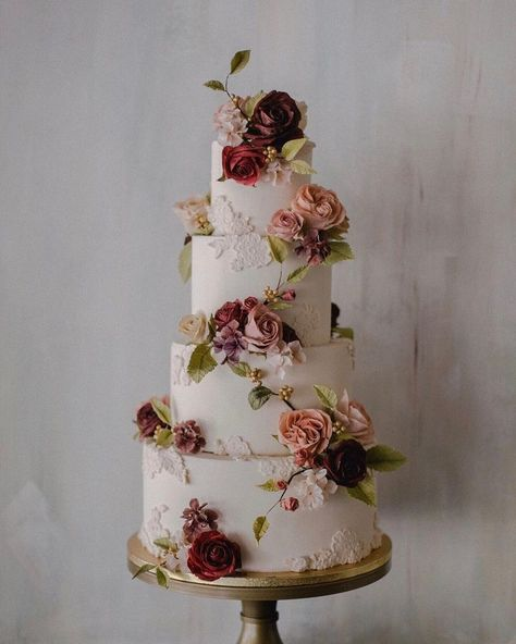 Must see these Gorgeous wedding cakes have got a wow factor  - wedding cake , three tier wedding cake #weddingcake