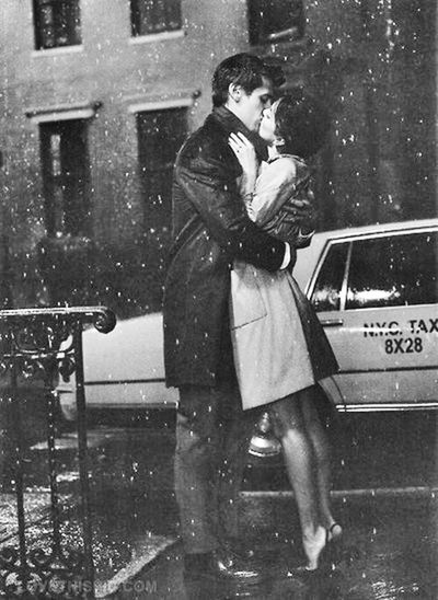 Couple In The Rain Very Romantic Kissing In The Rain
