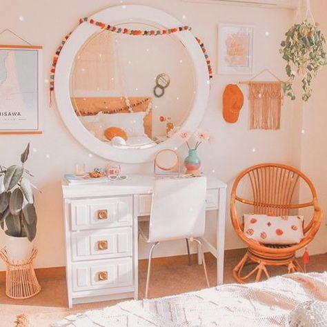 Rustic bedroom decor with brass mirror and green wood desk vanity boho bedroom Room Ideas Bedroom, Girls Bedroom, Bedroom Furniture, Bedroom Inspo, 50s Bedroom, Master Bedroom, Blue Bedrooms, Kid Furniture, Furniture Design