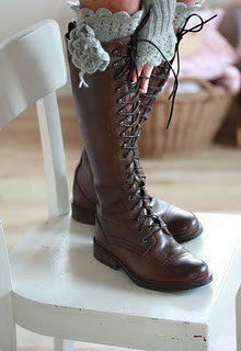 Lace-up knee-high boots and knit boot socks! And they don't have heels! (only teensy weensy ones anyway) Boot Over The Knee, Over Boots, High Boots, Tall Boots, Long Boots, Look Fashion, Fashion Shoes, Womens Fashion, Fall Fashion