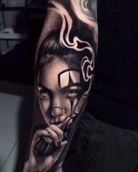 Tatuagem no estilo preto e cinza criada pelo Samurai