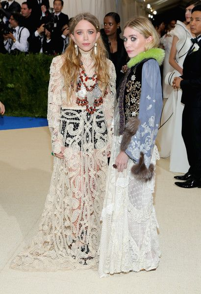 Mary-Kate ad Ashley Olsen - Every Daring Look on the 2017 Met Gala Red Carpet - Photos