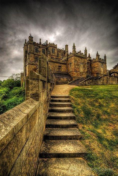 30 Photos of Fascinating Places Around the World.    Castelo Bolsover, Derbyshire, Inglaterra.