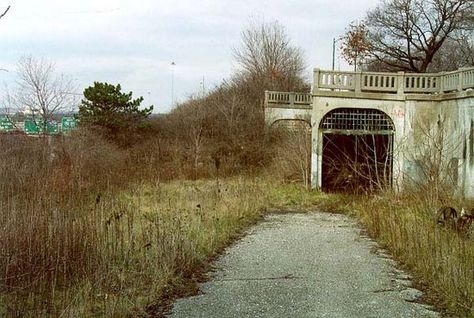 Cincinnati's abandoned subway. Interestingly, the country's largest abandoned subway tunnel is not in New York, Chicago or Boston but in Cincinnati.  Six stations were built and 16 miles of tunnel were completed before the project lost steam and was abandoned.