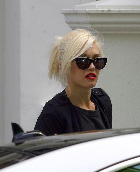 d50423b49d Gwen Stefani Wayfarer Sunglasses - Gwen Stefani Looks - StyleBistro