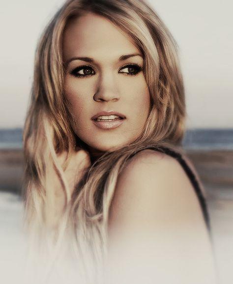 Favorite singer ever. Carrie Underwood <3