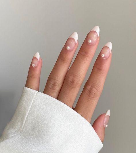 Perfect minimal nails // You can call us at or directly text us at 📲 Aycrlic Nails, Chic Nails, Hair And Nails, Chic Nail Art, Shellac Manicure, Stylish Nails, Glitter Nails, Pearl Nails, Pearl Nail Art