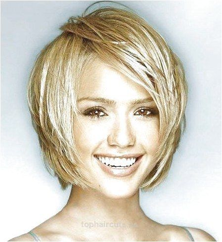Short Haircuts For Oval Faces And Thin Hair Short Hairstyles For Best Hairstyle For Fine Hair And Ova In 2020 Oval Face Haircuts Thick Hair Styles Oval Face Hairstyles