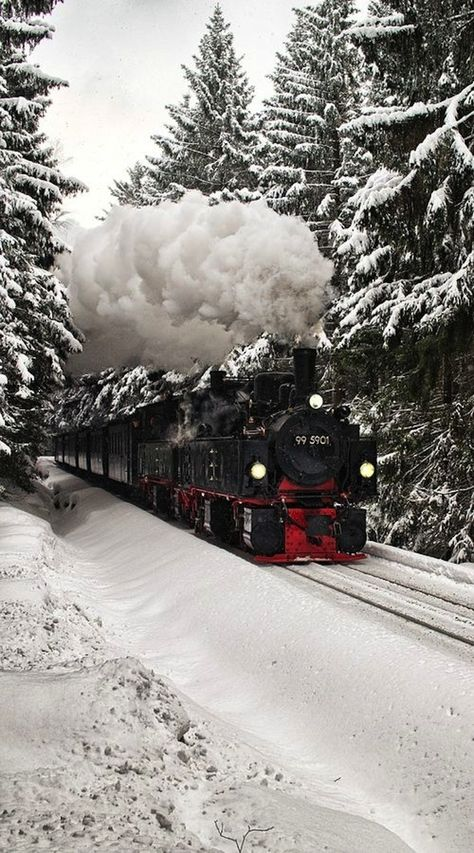 Arctic Circle Train, Sweden to Norway – The line runs between Kiruna in Sweden. - Arctic Circle Train, Sweden to Norway – The line runs between Kiruna in Sweden and Narvik in Norw - Winter Szenen, Winter Travel, Old Trains, Arctic Circle, Train Tracks, Winter Photography, Art Photography, Belle Photo, Beautiful Places