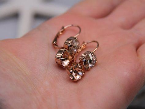#weddings #jewelry #earrings #weddingearrings #earringsforwomen #earringsforwedding #bridesmaidearrings #bridalearrings #rhinestoneearrings #crystalearrings #swarovskicrystal #swarovskiearrings #elegantearrings #minimalistearrings #eveningearrings #daintygoldearrings