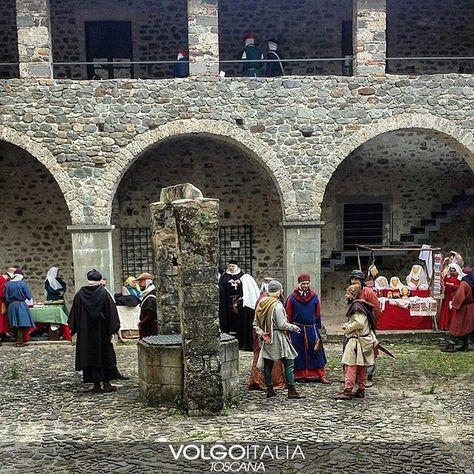 Lusuolo (MS) Foto di  @foresta_liberta  #lusuolo #toscana #italia #italy #volgotoscana #volgoitalia #turism #holiday #travel #instatravel #travelgram #turismo #italyturism #italytravel #italytour #travelingram #madeinitaly #iloveitaly #volgosocial #castello #corte #festa #pozzo #loggiato #pietra #muro #Castle #party #wall #castellodilusuolo by volgotoscana