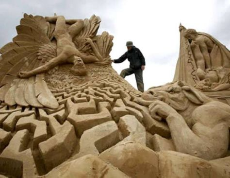 Found on fb-troublemakers.com         11 Amazing Sand Sculptures