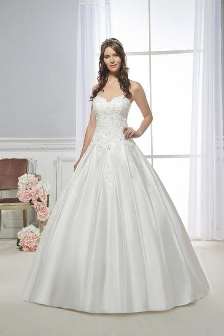 Robe de mariée, modèle 194-36 de chez COLLECTOR,