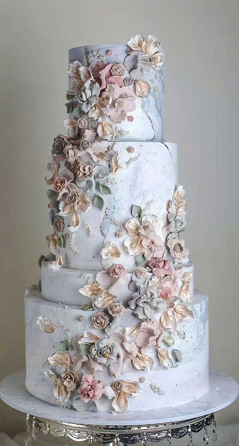 These 39 Wedding Cakes Are Seriously Pretty Planning a wedding is an exciting and stressful job for bride. Therefore, selecting a cake for the wedding is a huge responsibility. Wedding cakes play a. Pretty Wedding Cakes, Elegant Wedding Cakes, Wedding Cake Designs, Pretty Cakes, Cake Wedding, Elegant Cakes, Best Wedding Cakes, Birthday Cake Designs, Wedding Cake Simple