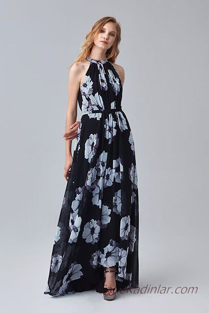 2019 Abiye Elbise Modelleri Lacivert Uzun Halter Yaka Buyuk Cicek Desenli Maksi Elbiseler Elbise Modelleri Elbise