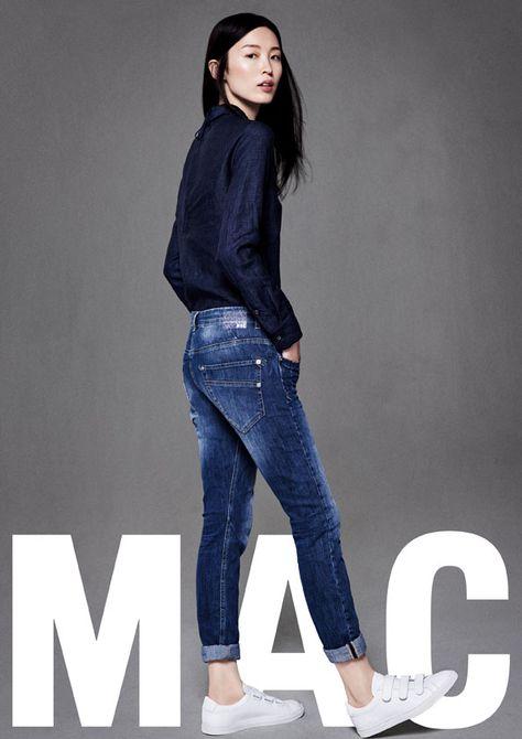 Ein starker Jeans-Look: Mit Sexy Carrot präsentiert MAC Jeans auf dem Online Shop: Jeans-Meile mit einer frechen Karottenjeans. Die Loose-Fit-Silhouette ist wunderbar relaxed.  Die Hose wird knöchellang getragen. Herrlich lässig!