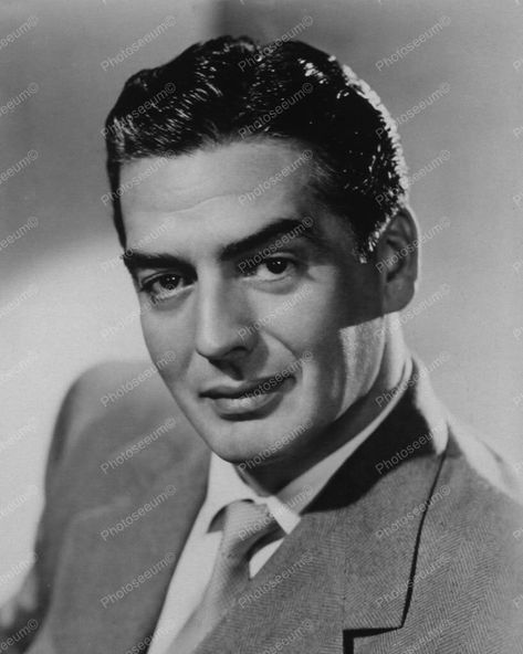 Victor Mature Classic Portrait 1950s 8x10 Reprint Of Old Photo - Victor Mature Classic Portrait 1950s 8x10 Reprint Of Old Photo