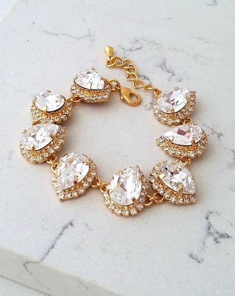#weddings #jewelry #earrings #bridesmaidgift #swarovskiearrings #chandelierearrings #statementearrings #dangleearrings #vintageearrings #dropearrings #rhinestoneearrings #swarovskirhinestone #bridalearrings #clearcrystals #goldcrystalearring