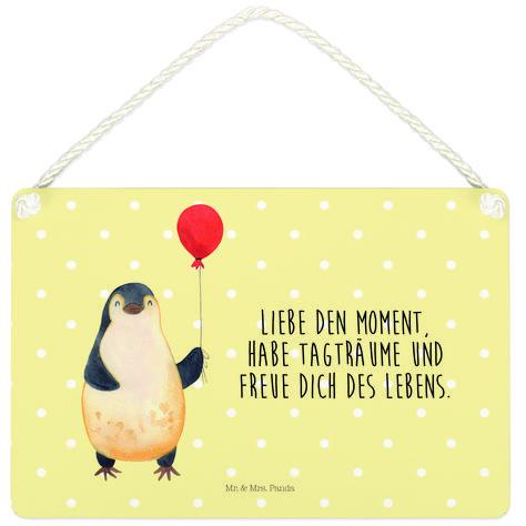 Deko Schild Pinguin Luftballon aus MDF  Weiß - Das Original von Mr. & Mrs. Panda.  Ein wunderschönes Schild aus der Manufaktur von Mr. & Mrs. Panda - die Schilder werden von uns direkt nach der Bestellung liebevoll bedruckt und mit einer wunderschönen Kordel zum Aufhängen versehen.    Über unser Motiv Pinguin Luftballon      Verwendete Materialien  Gefertigt aus widerstandsfähigem und hochwertigen Materialien    Über Mr. & Mrs. Panda  Mr. & Mrs. Panda - das sind wir - ein junges Pärchen aus dem