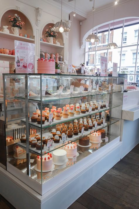 Porschen Peggy Porschen is London's prettiest must visit coffee shop serving beautiful cupcakes, cookies and layer cakes. More on Peggy Porschen is London's prettiest must visit coffee shop serving beautiful cupcakes, cookies and layer cakes. More on Cake Shop Design, Coffee Shop Design, Bakery Design, Cute Coffee Shop, Bakery Interior Design, Coffee Shops, French Coffee Shop, London Coffee Shop, Patisserie Design