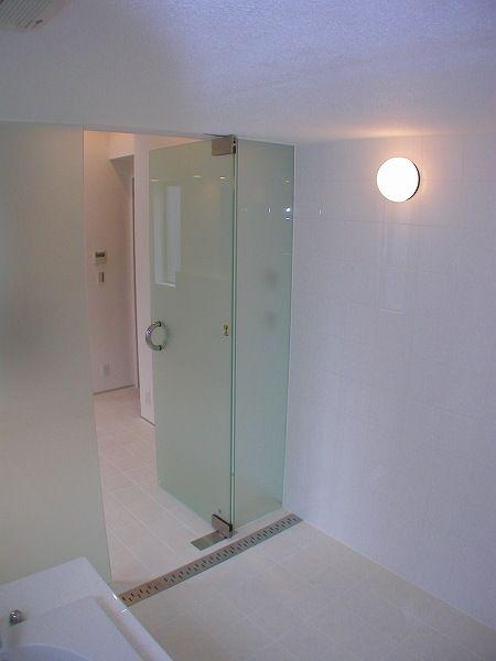 硝子扉のバスルーム お風呂のリフォームはフリーバス企画 浴室から