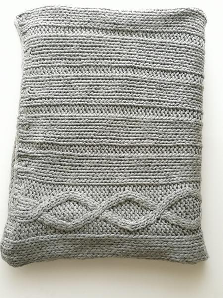 Kuschelige Decke Aus Grobmaschiger Wolle Mit Zopfmuster Die Decke