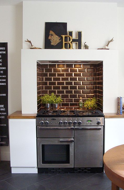 nice way of setting a range oven into the chimney breast, with little shelf around the edge to integrate