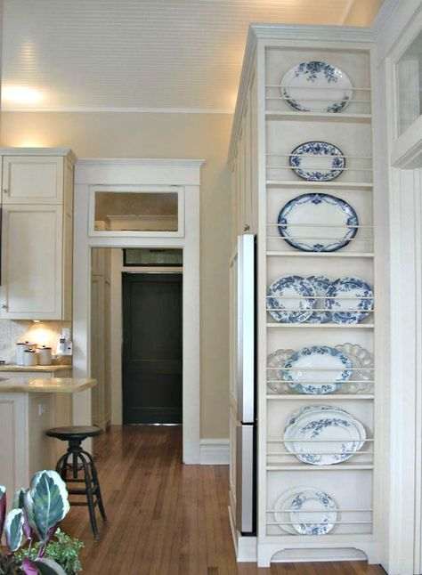 Beautiful blue china plate rack on side of kitchen cabinets. Great built-in diy kitchen decor and storage ideas. Feet on bottom of floor to ceiling Plate Rack l 5 Favorite DIY Farmhouse Plate Racks Plate Rack Wall, Plates On Wall, Diy Plate Rack, Kitchen Plate Rack, Cabinet Plate Rack, Kitchen Redo, Kitchen Storage, Kitchen Shelves, Kitchen Cabinets