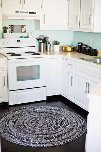 Central Location - Genius Ways To Use Rugs In Even The Smallest Of Apartments - Photos