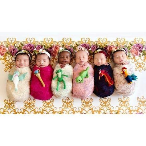 Karen Marie, da @bellybeautifulportraits fez este lindo ensaio newborn representando as princesas Disney. Claro que essa lindeza viralizou na internet e essas miniaturinhas maravilhosas deram vida a Rapunzel, Mulan, Elena, Tiana, Pocahontas e Moana. Você consegue adivinhar quem é quem? Arraste para o lado pra conferir mais fotos. #princesas #disney #mãedemenina