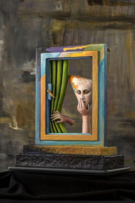 UN MOMENTO FELIZ, Galeria Sergio Bustamante - Sitio Oficial - Official Website Love how the sculpture includes a window for the figure to look out of! Great variety of colors, depth, and negative space.