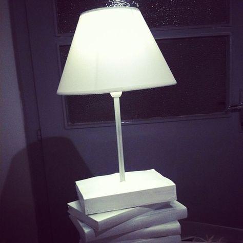 Lampada da tavolo da Clo'eT base di Scultura Libri-40 €.  Info@cloet.it # # lampada bianca # base di # Libri # design # casa # dolce # # Interni Arredo # paris # # sogno romantico # interior # # industriale regalo # regalodinatale # # cadeau noel