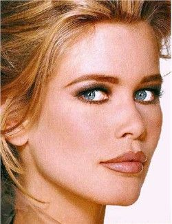 Claudia Schiffer was born in We always saw him as a blond. Her natural hair color is blond, blue-eyed and white-skinned.
