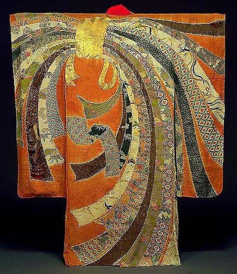 """Kimonos comme des œuvres d' art japonais artiste textile Itchiku Kubota seul, ravivé les 350 ans d' art tsujigahana , une méthode élaborée de décoration en tissu avec cravate teinture , peinture brossage , dessin à l'encre , l'application de feuilles d'or et de la broderie . Comme un jeune garçon , il a vu un kimono au Musée national de Tokyo et a été tellement pris par sa beauté , il fixa pendant trois heures. """" Dans un moment soudaine """", """" je rencontrais une source de créativité infinie…"""