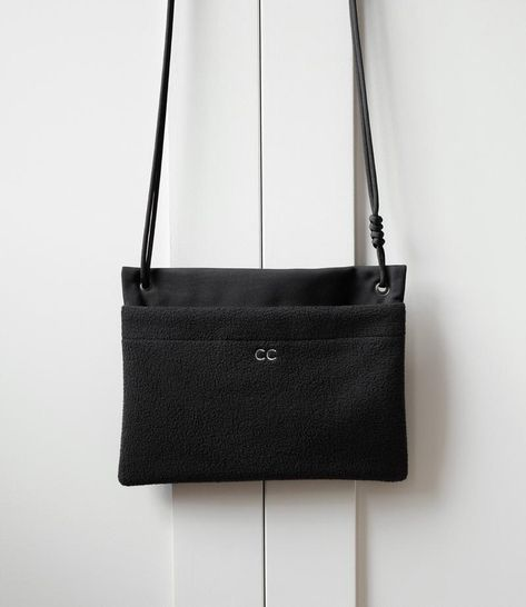O Sacoche is a collaboration between Campbell Cole and London-based freelance photographer Oliver Hooson. Designed together and inspired by Oli's lifestyle, the small bag is the perfect size for your daily essentials (phone, wallet, keys…) and is worn cross body to keep everything safe and secure. O Sacoche is made usi