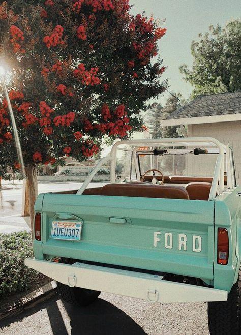 Ford Vintage, Vintage Cars, Retro Cars, My Dream Car, Dream Cars, Wolkswagen Van, Car Goals, Cute Cars, Fancy Cars
