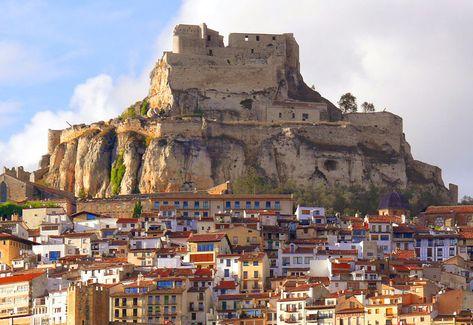 CASTLES OF SPAIN - Castillo de Morella, (Castellón). El castillo estuvo ligado a diversos avatares bélicos. Los mayores daños lo sufrió durante la Guerra de la independencia. Así el 20 de Octubre de 1813 el general Élio disparó su artillería sobre el castillo donde se encontraban acantonadas tropas francesas y destruye la Torre Celoquia, la más importante del castillo. En noviembre del mismo año los franceses rinden el castillo.