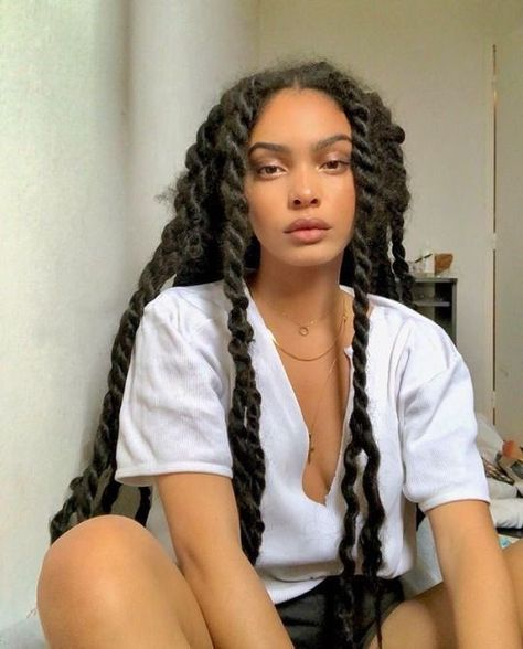 Useful Tips For Caring For Your Hair. You must comprehend what potentially damages your hair if you desire to have great hair. Black Girls Hairstyles, Braided Hairstyles, Hairstyles For Curly Hair, Hairstyle Ideas, Pretty People, Beautiful People, Curly Hair Styles, Natural Hair Styles, Black Girl Aesthetic
