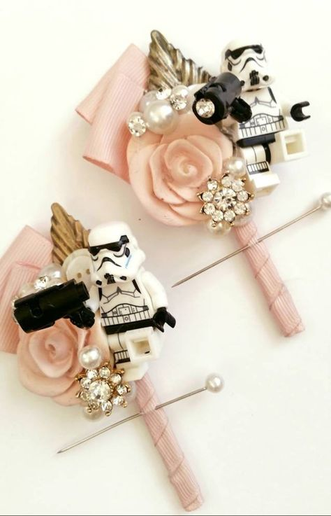 Star wars buttonhole ideas are a fabulous detail for a Star wars themed wedding Wedding Posters, Wedding Themes, Themed Weddings, Wedding Favors, Wedding Ideas, Theme Star Wars, Doctor Who Wedding, Candid Wedding Photos, Star Wars Wedding